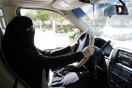Saudi women behind the wheel against driving ban