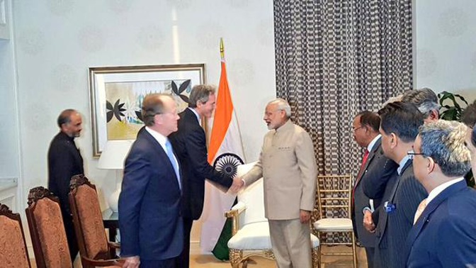 Narendra Modi and Qualcomm CEO Paul E Jacobs meeting