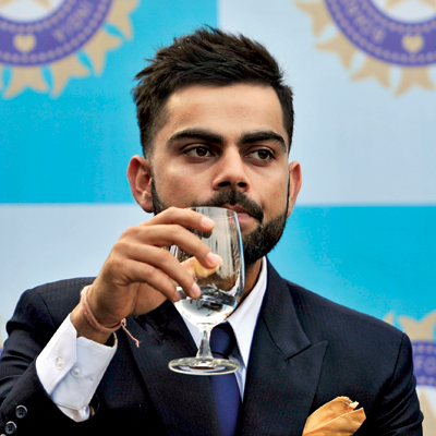 how much does virat kohli earn