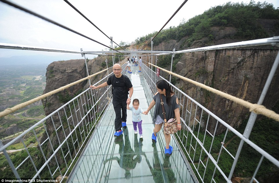 590 feet long Chinas new glass-bottom walkway