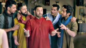 Aamir Khan Making Fun Of SRK's DDLJ Scene In Latest Snapdeal Ad is Hilarious