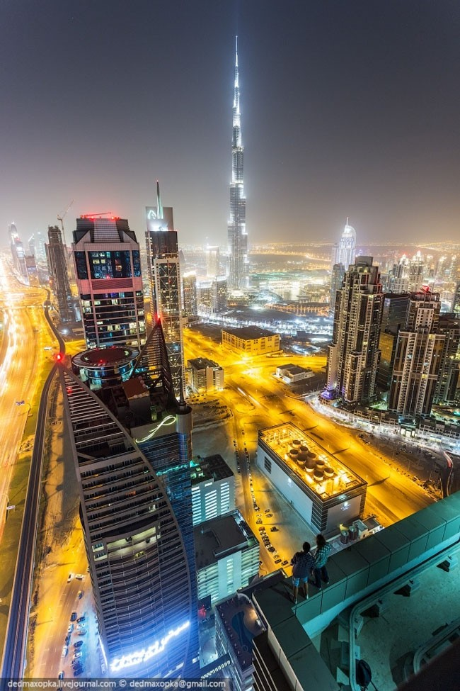 photo of dubai from tallest building