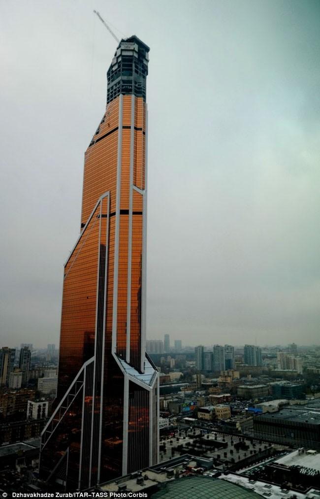 tallest building in world is in dubai