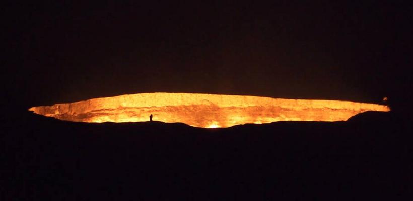Door to Hell 22 in Turkmenistan night look
