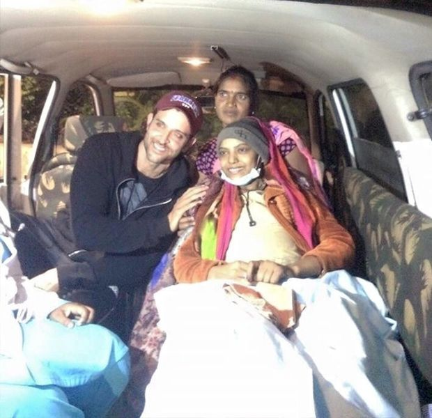 Hrithik Roshan Met Her Fan Who Is Suffering From Cancer And Fulfills Her Dream