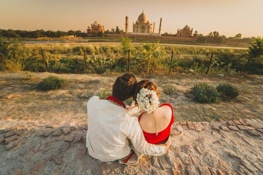 indian pre wedding photoshoot at taj mahal