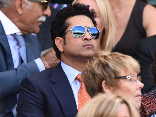 sachin watching roger federer match at wimbeldon