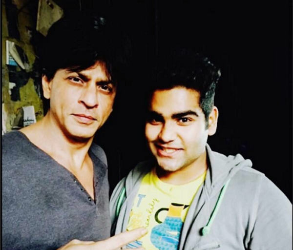 Did you know Shah Rukh Khan's Gaurav avatar is inspired by his Real fan ?