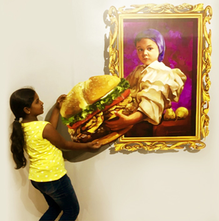 huge burger in 3d useum chennai