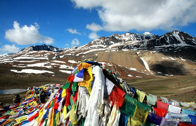Baralacha Pass (16,020 ft) travel by bus or bike