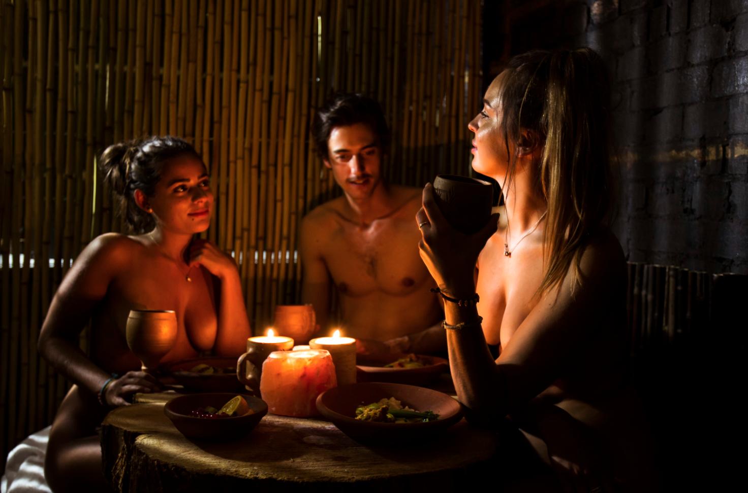 restaurant-naked-girl-ayse-naked-uk