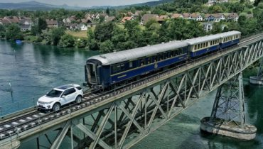 Checkout How The New Land Rover Pulls A 100-Tonne Train Like It's A Piece Of Cake