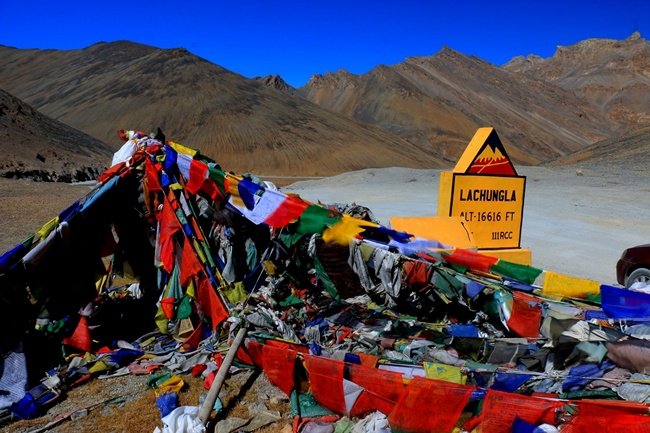 Lachungla Pass (16,620 ft) by bike or bus