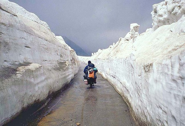 Rohtang Pass by bus or bike