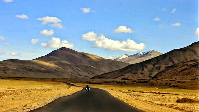 You Can Now Take A Bus From New Delhi To Leh For Just Rs 1365