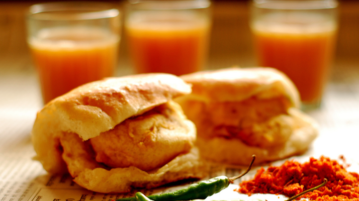 10 Mouth-Watering Eateries of Mumbai