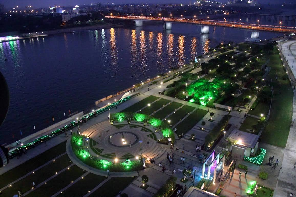 sabarmati riverfront at night