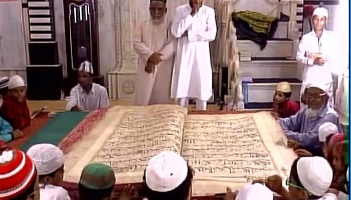world's biggest Quran is in jama masjid in vadodara gujarat