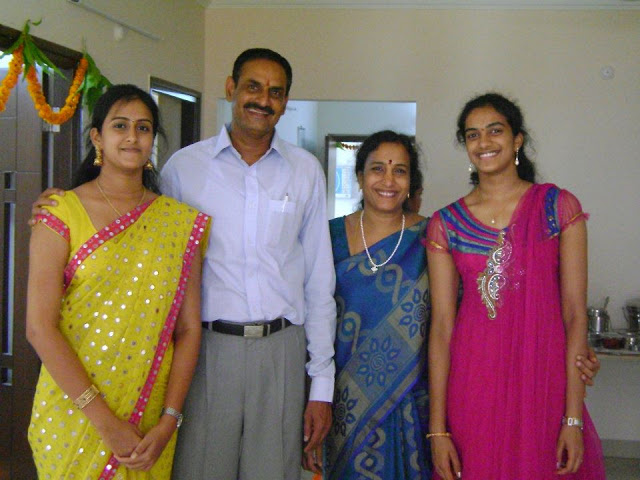 pv sindhu family photo