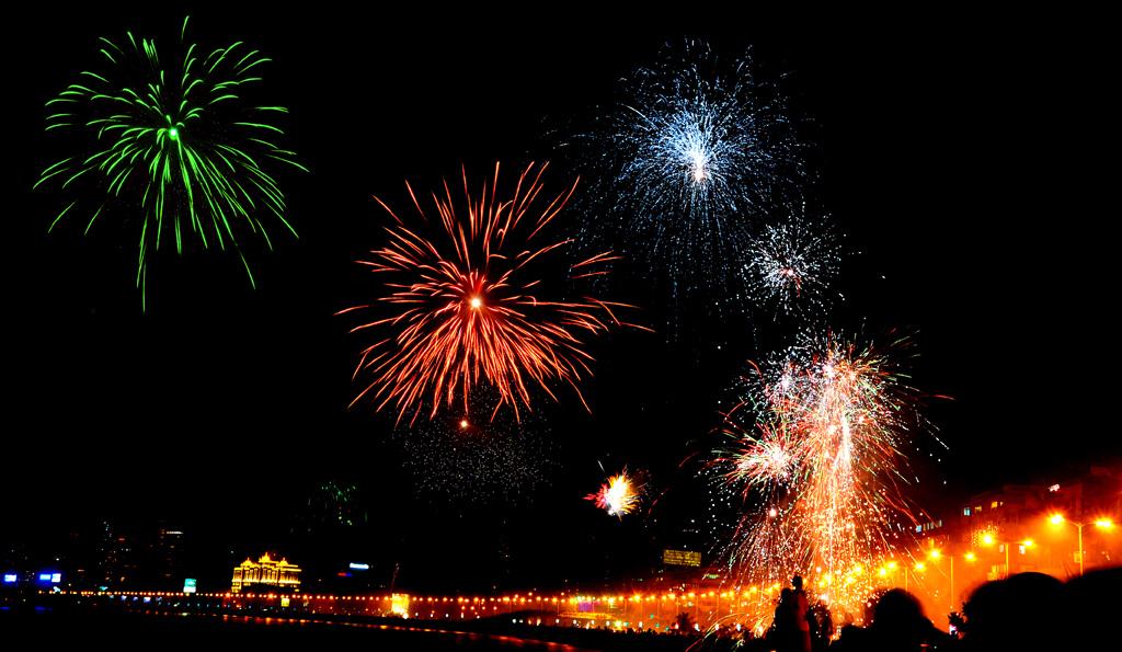 photos of diwali at marine drive