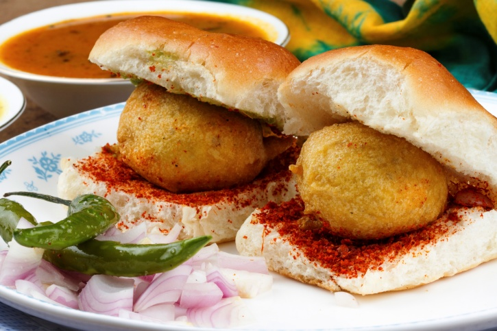 Vadapav And Pavbhaji Sellers In Mumbai Have Declared Rs 50 Crore Properties To Income Tax Dept