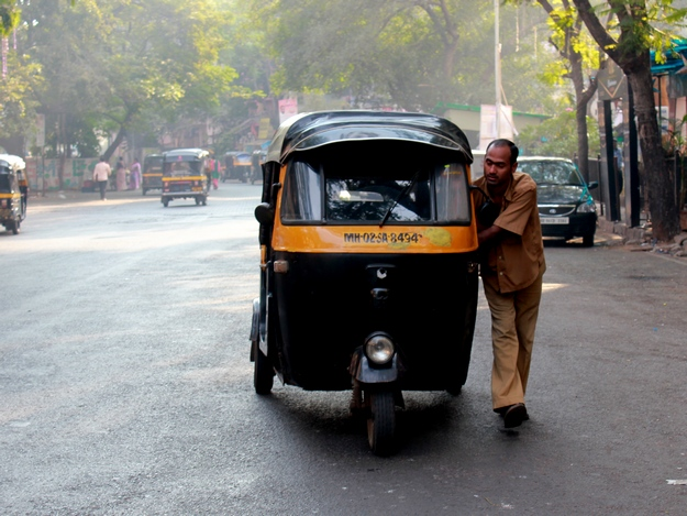 auto rickshaw and taxi drivers and helpful in mumbai