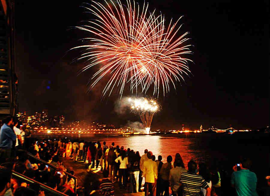 diwali fireworks at marine drive looks beautiful