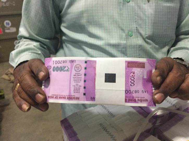 2000 rupees note photos