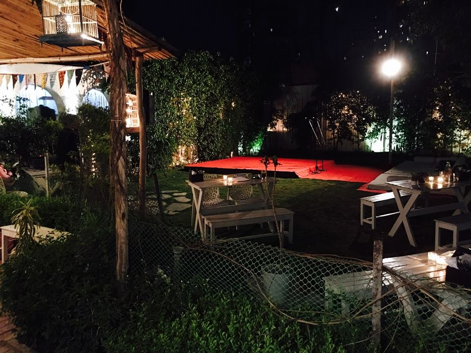 Cafe Soul Garden in Gurgaon Has Movie Nights Every Friday And Has The Perfect Setup To Chill