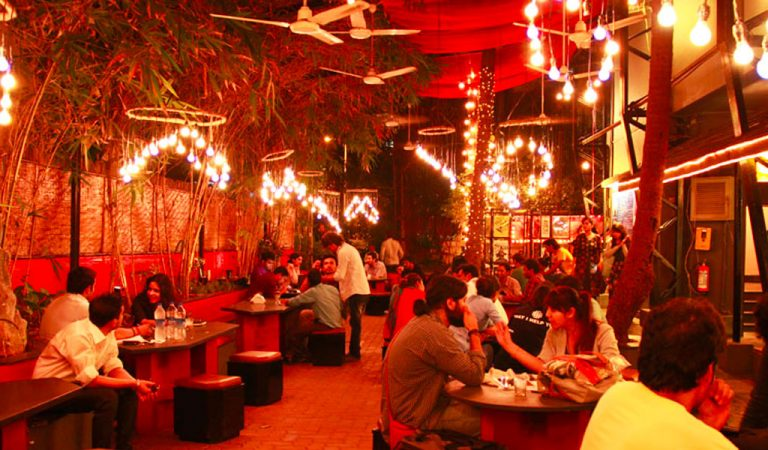 7 Must Visit Cafes In Mumbai To Spend Some Quality Time