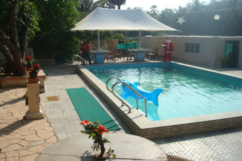 Airbnb Bungalow in Gorai with Swimming Pool