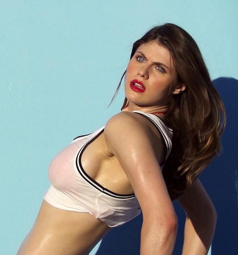 Alexandra Daddario hot photos bikini