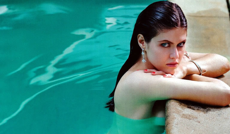 30 Pictures of Alexandra Daddario That will Make Your Mood.