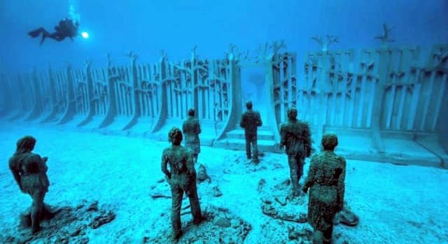 10 Unbelievable Facts About How Deep is the Ocean