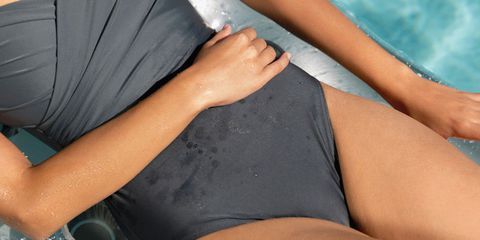 girl gets periods in swimming pool