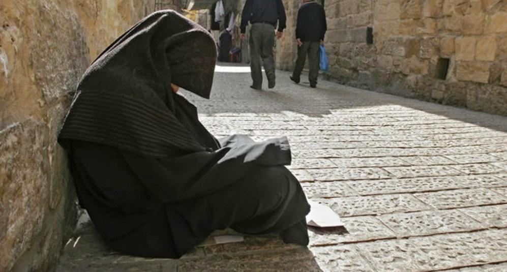 Eisha 100 year old Richest Beggar