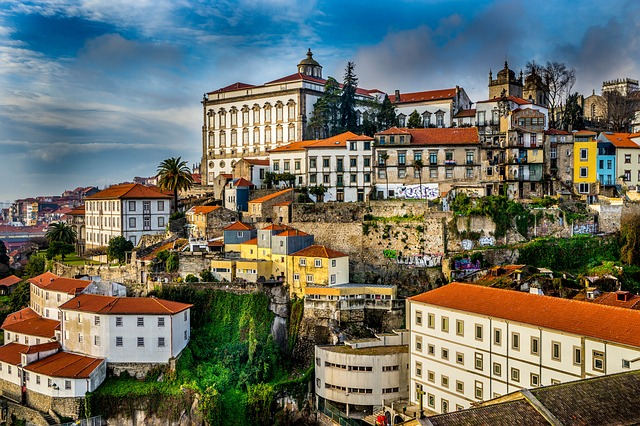 Studying Overseas: 5 Reasons to Study in Portugal