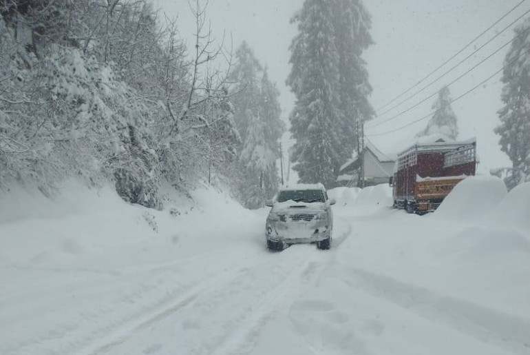 Cancel Plans For Shimla And Manali As 250 Roads Have Been Blocked Due To Heavy Snowfall