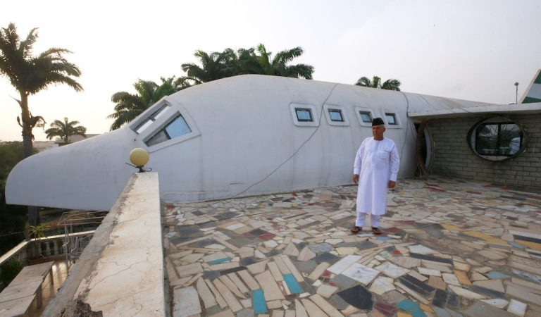 Husband Builds A Home Looking Like Plane For Wife in 20 Years
