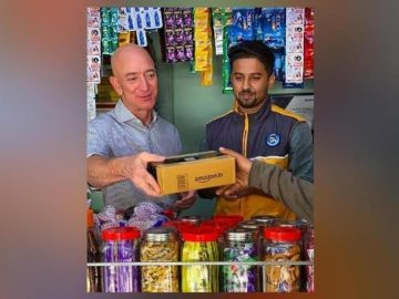 Jeff Bezos, World's Richest Man, Delivers Goods From Grocery Store
