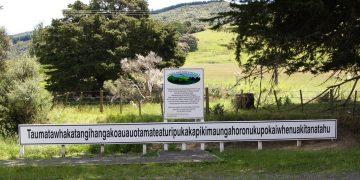 Taumatawhakatangihangakoauauotamateaturipukakapikimaungahoronukupokaiwhenuakitanatahu Longest Place Name in the World