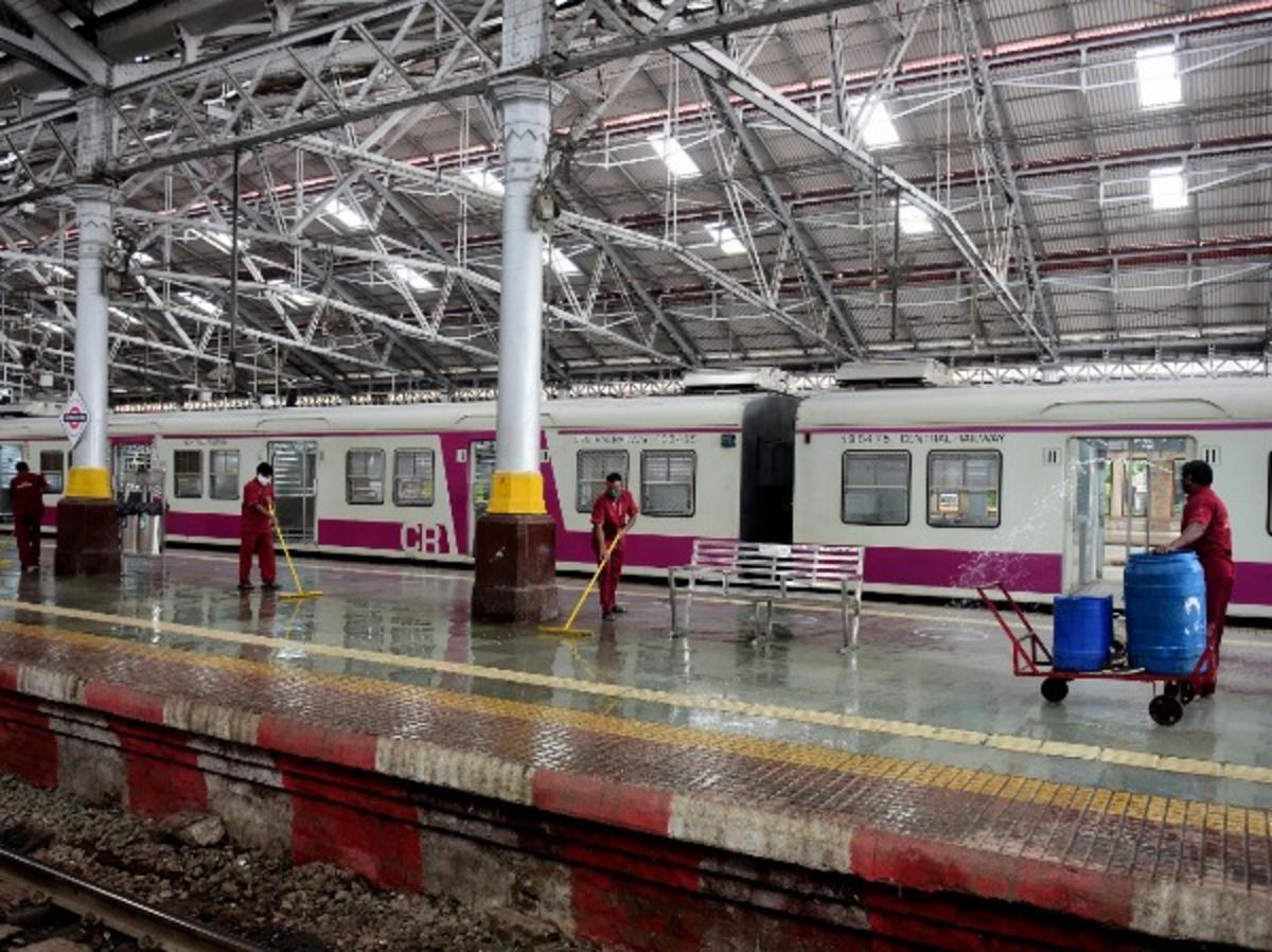 mumbai local train covid 19