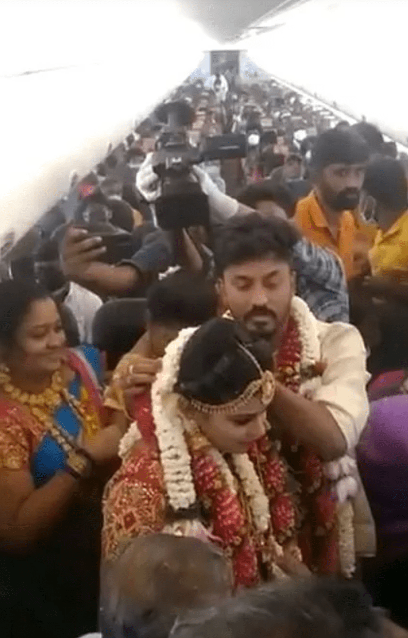Couple Ties Knot In Flight To Avoid Lockdown Rules