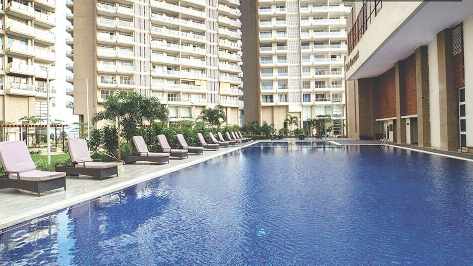 2 BHK apartment at Crescent Bay for 75000
